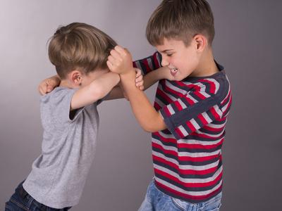 Testvérek veszekednek